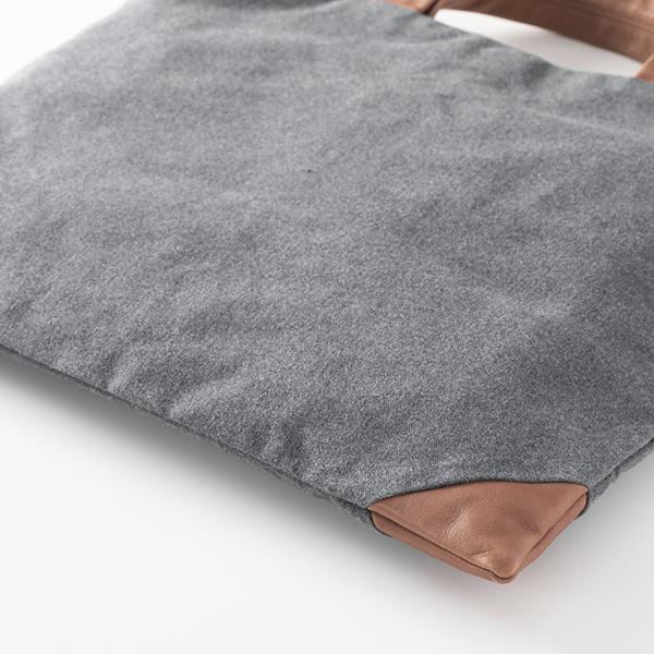 牛革と帆布のトート