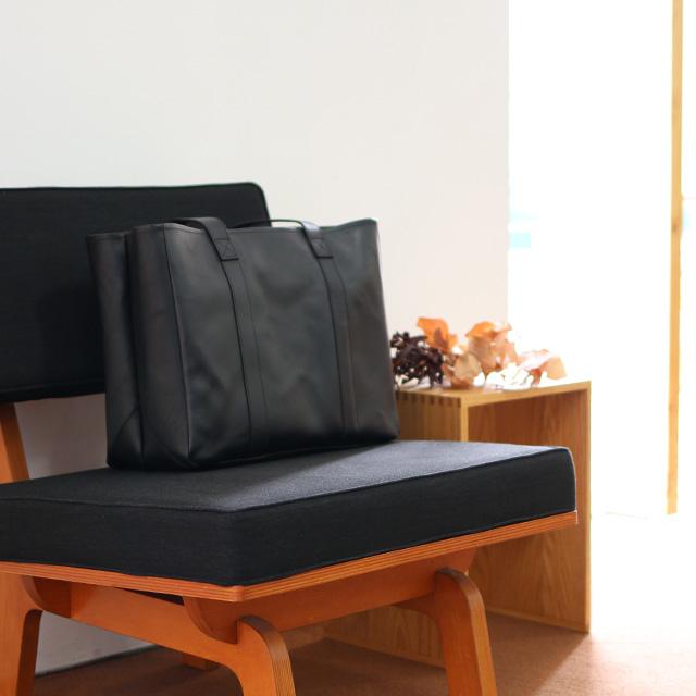 牛革で作った動く仕切りのトートバッグ 黒 大