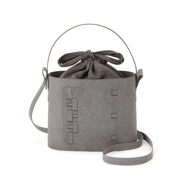 革綴じのバッグ