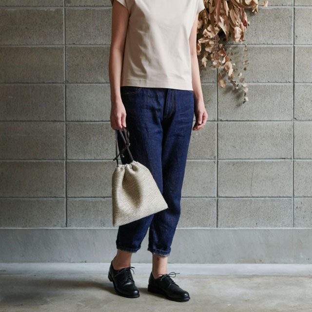 麻の壁紙で作った巾着バッグ
