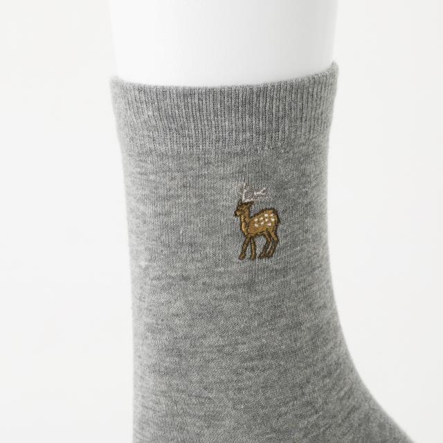 鹿の刺繍くつした