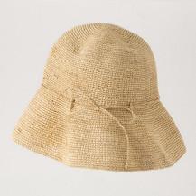 ラフィアのつば広帽子