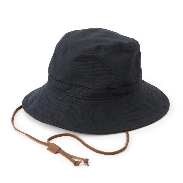 チノクロスの軽やかな帽子
