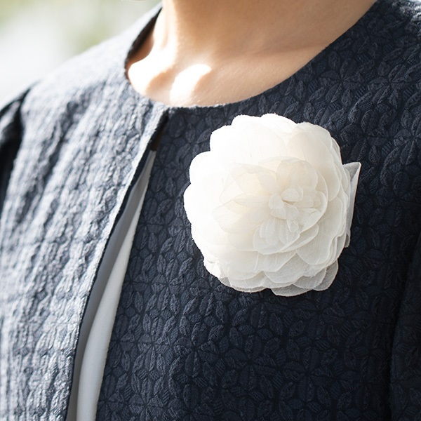梅のコサージュ 富山 しけ絹