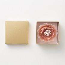 梅のコサージュ 京都 手織り麻桜染め