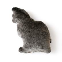 「ふわふわの猫型クッション」Fabrico NEKO