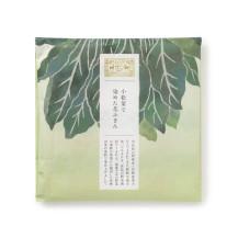 小松菜で染めた花ふきん
