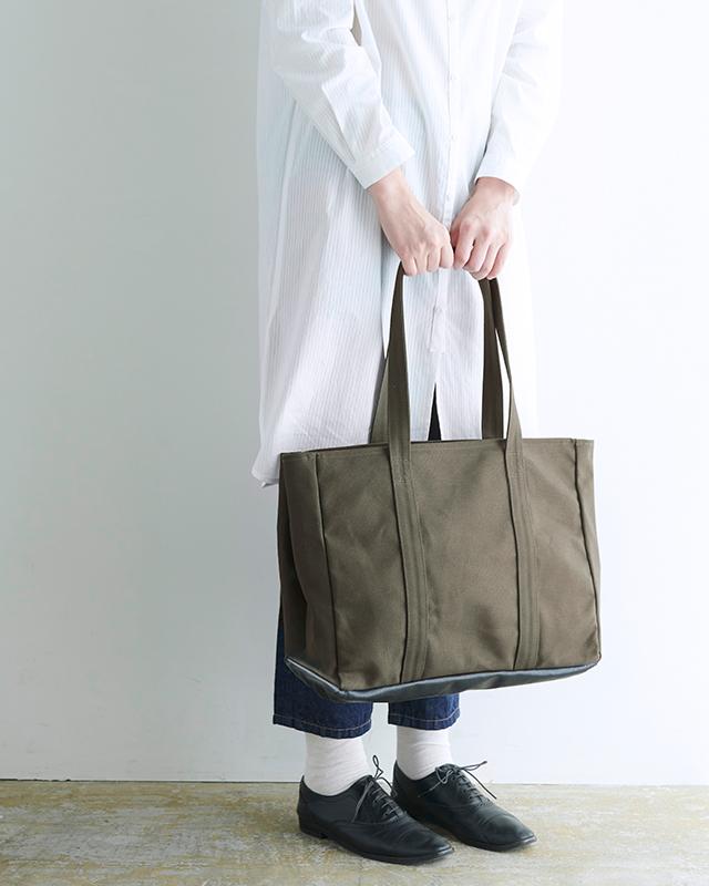 先染帆布で作った動く仕切りのトートバッグ サイズ:大 カラー:ネイビー